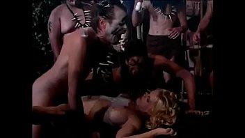 Мулатка доминирует над своим белым рабом