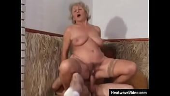 Женщина отважилась на съемку семейного секса