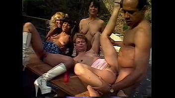 Три лесбияночки занимаются анальным фистингом