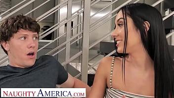 Лара крофт занимается порно со своим парнем