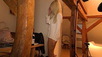 Каролина свитс с торчащими сосками занимается порно с волосатым приятелем