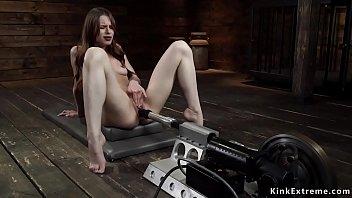 Порно ролики сестренка заставила братика сидеть проглядывать в прямом эфире на 1порно
