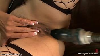 Самец просит девушке показать пышный бюст и призводит на фаллос